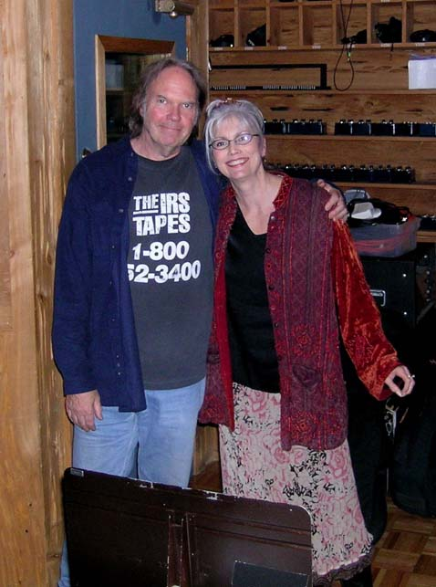 emmylou-harris-neil-young-0305.jpg