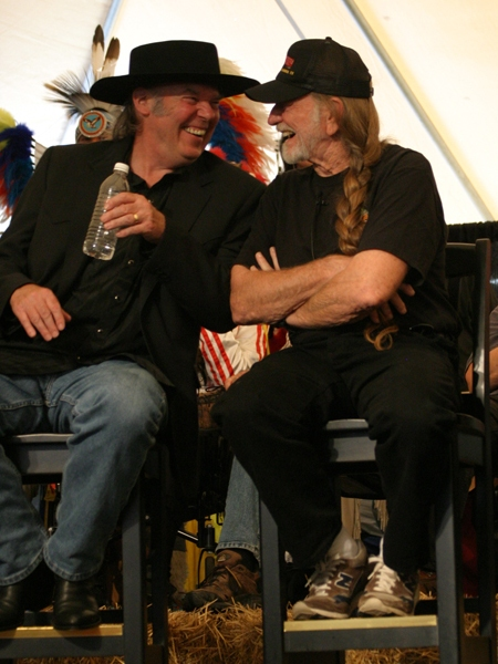 farm-aid-2005-neil-young-willie-nelson-press-conf.jpg
