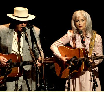 heart-of-gold-film-neil-emmylou.jpg